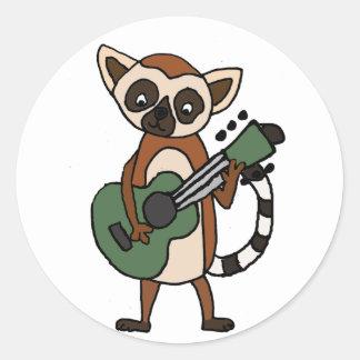 Sticker Rond Lémur drôle jouant l'art de guitare