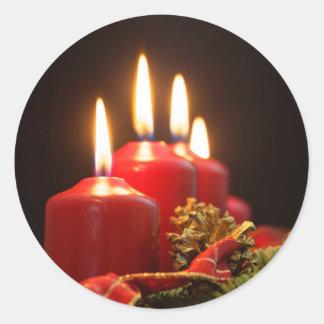 Sticker Rond Les bougies rouges d'un avènement tressent avec