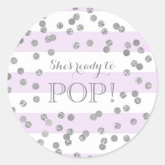 Sticker Rond Les confettis argentés de rayures pourpres elle