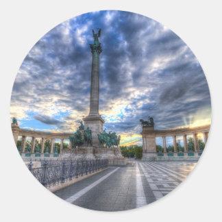 Sticker Rond Les héros ajustent Budapest Hongrie
