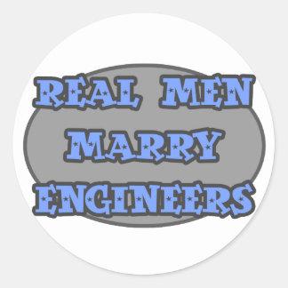 Sticker Rond Les vrais hommes épousent des ingénieurs