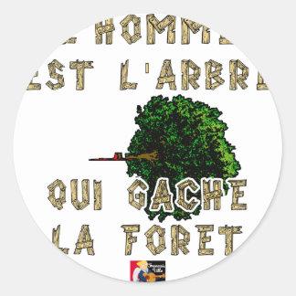 Sticker Rond L'Homme est l'Arbre qui Gâche la Forêt