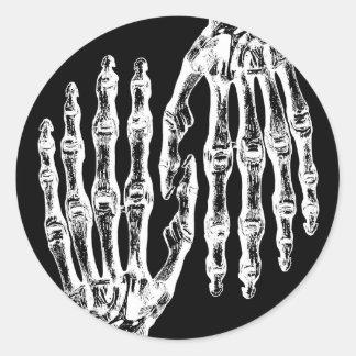 Sticker Rond Main squelettique éffrayante