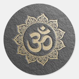 Sticker Rond Mandala d'OM de noir et d'or d'instructeur de
