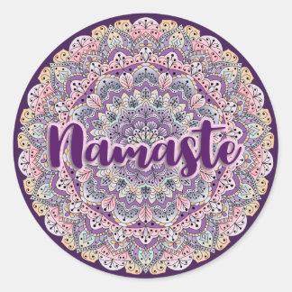 Sticker Rond Mandala floral rose de Namaste et pourpre mignon