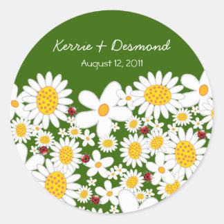 Sticker Rond Marguerites blanches et coccinelles épousant