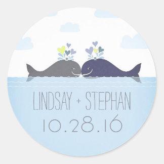 Sticker Rond Mariage romantique de couples de baleine d'océan