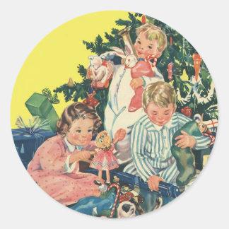 Sticker Rond Matin de Noël vintage, enfants ouvrant des cadeaux