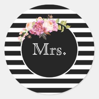 Sticker Rond Mme avec les rayures et les fleurs noires et