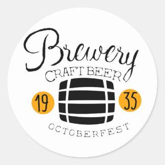 Sticker Rond Modèle de conception de logo de brasserie avec le