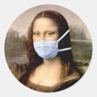 Sticker Rond Mona Lisa avec le masque da Vinci charriant les