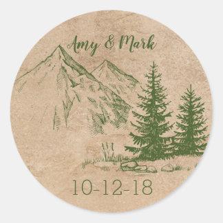 Sticker Rond Montagnes pittoresques rustiques épousant
