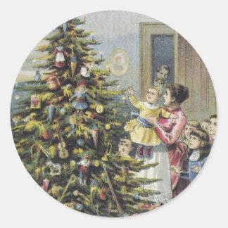 Sticker Rond Noël vintage, famille victorienne autour d'arbre