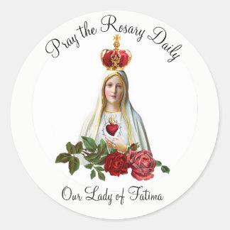 Sticker Rond Notre Madame de couronne de chapelet de roses de