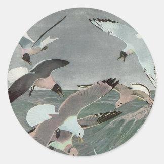 Sticker Rond Oiseaux marins vintages, mouettes volant au-dessus