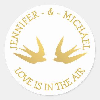 Sticker Rond Or et colombes blanches d'amour de perruches de