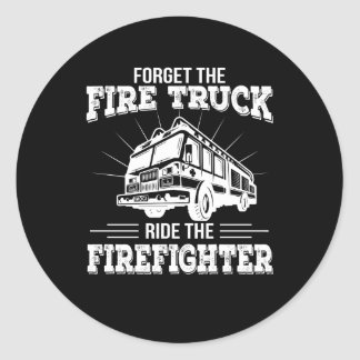 Sticker Rond Oubliez le tour de camion de pompiers le