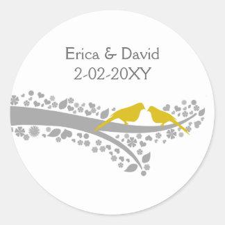 Sticker Rond perruches mignonnes de jaune d'arbre épousant des