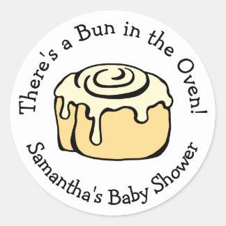 Sticker Rond Petit pain dans la coutume de baby shower de petit