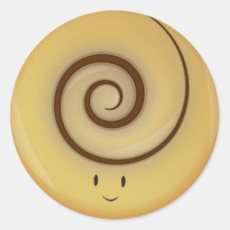 Sticker Rond Petit pain de cannelle de sourire au-dessus