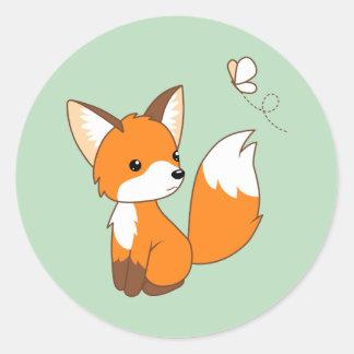 Sticker Rond Petit papillon de observation mignon de Fox sur le