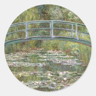 Sticker Rond Pont au-dessus d'un étang des nénuphars par Claude
