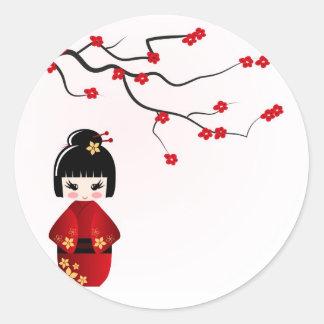 Sticker Rond Poupée de Kokeshi sous la branche de Sakura