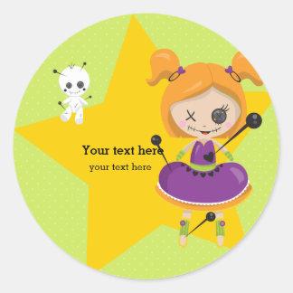 Sticker Rond Poupée de vaudou - choisissez la couleur d'arrière