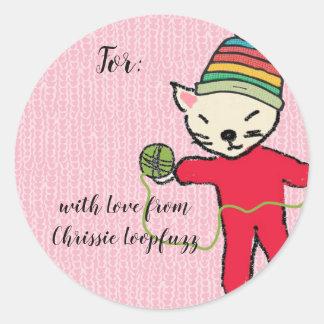 Sticker Rond Pyjamas de chat tricotant l'autocollant de Noël de