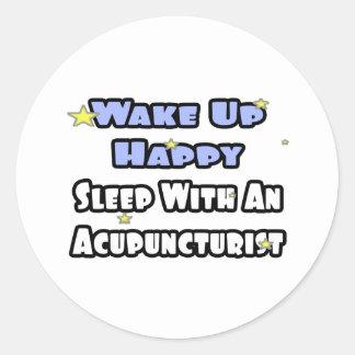 Sticker Rond Réveillez heureux. Sommeil avec un acupuncteur