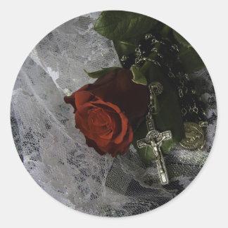 Sticker Rond rose rouge et chapelet de croix