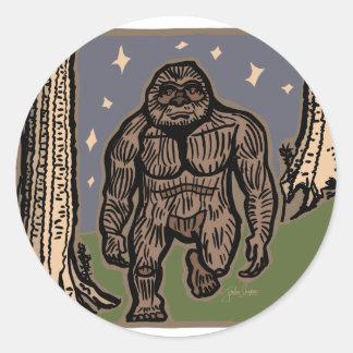 Sticker Rond Sasquatch de flânerie