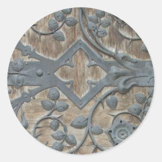 Sticker Rond Serrure médiévale de fer sur la porte en bois
