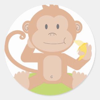 Sticker Rond Singe mangeant la banane