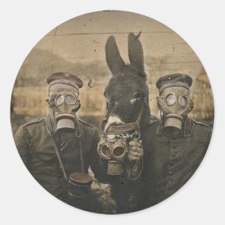 Sticker Rond Soldats âne et masques de gaz
