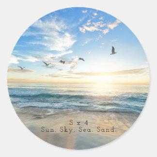 Sticker Rond Sun. Ciel. Mer. Sable. Scène de plage