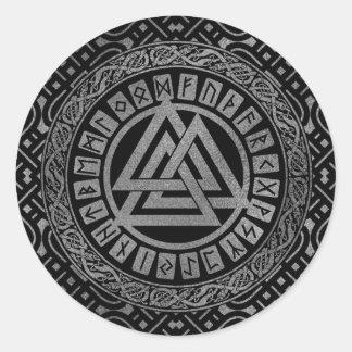 Sticker Rond Symbole métallique argenté de Valknut sur le motif