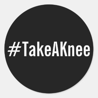 Sticker Rond #TakeAKnee, texte blanc audacieux sur les