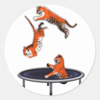 Sticker Rond tigre trampolining