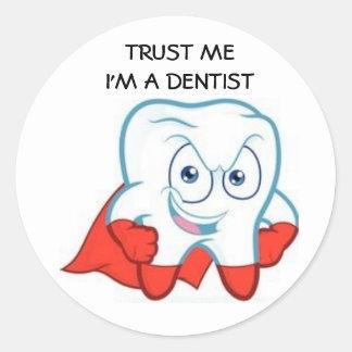 Sticker Rond Trust moi ! I'm à DENTIST