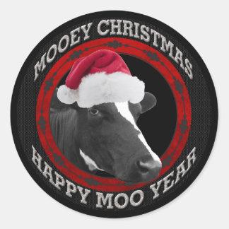 Sticker Rond Vache heureuse à casquette de Père Noël d'année de