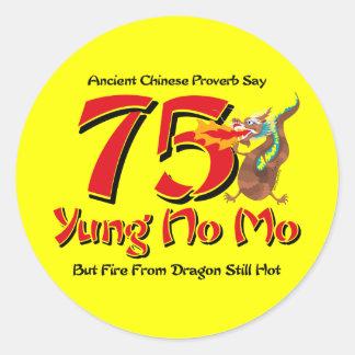 Sticker Rond Yung aucun soixante-quinzième anniversaire de MOIS
