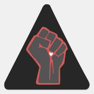 Sticker Triangulaire Coeur augmenté de révolutionnaire de poing