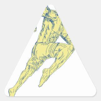 Sticker Triangulaire Combattant thaïlandais de Muay donnant un coup de
