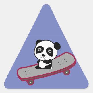 Sticker Triangulaire Équitation de panda sur la planche à roulettes