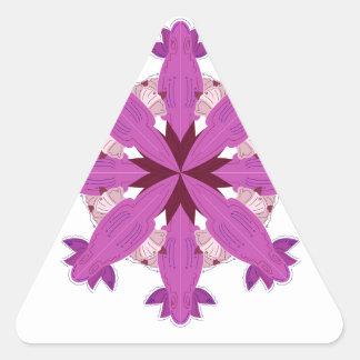 Sticker Triangulaire Gens pourpres d'ornement. POURPRE SUR LE NOIR