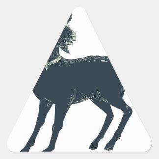 Sticker Triangulaire La cravate d'arc de port de chèvre Scratchboard