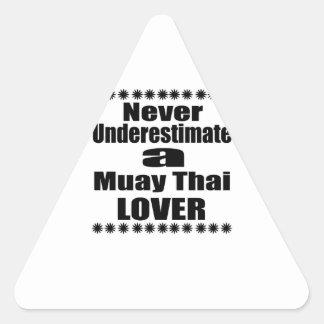Sticker Triangulaire Ne sous-estimez jamais l'amant thaïlandais de Muay