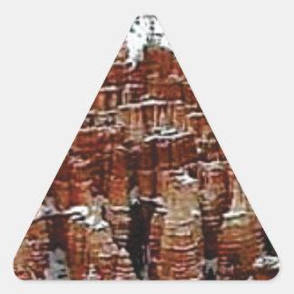 Sticker Triangulaire neige et glace dans le formationsf de roche