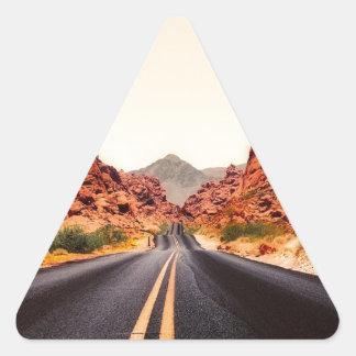 Sticker Triangulaire Paysage de voyage de route de route de montagnes